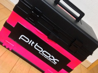 ピットボックス  ピンクに塗装