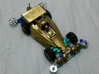 GATのギラギラゴールドカー