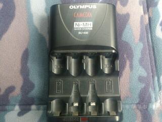 オリンパスの充電器
