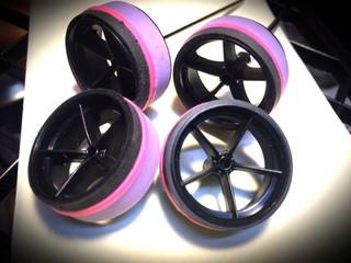 黒×ピンク×紫タイヤ