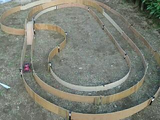 自宅の庭、オフロードミニ四駆サーキット!