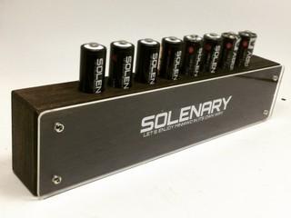 意識高めの木製電池立て