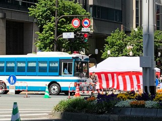 福岡天神道路封鎖。