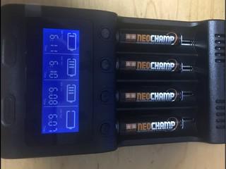 Zanflare C4 急速電池充電器
