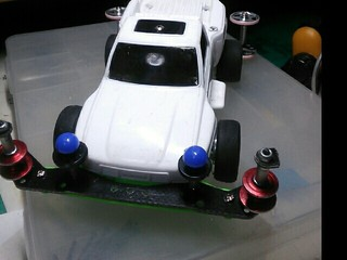 ワイルドミニ四駆のボディーを載せてみた。