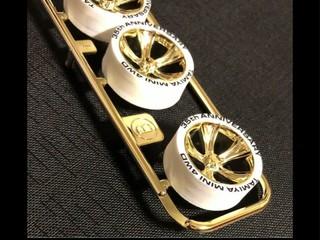 ミニ四駆35周年記念ホワイトペラタイヤ&ゴールドメッキホイール