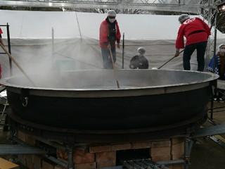 超巨大かき鍋