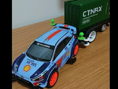ヒュンダイ i20 クーペ WRC コンテナトレーラー付き