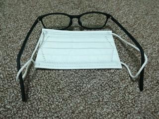 マスクを付けても眼鏡がズレない方法